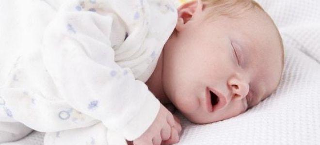 Почему грудничок во сне храпит и что с этим делать?