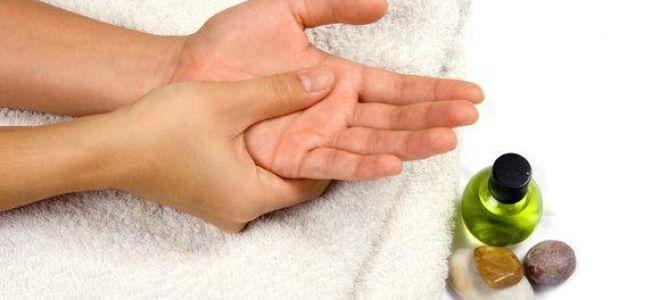 Почему немеют руки по утрам после сна?