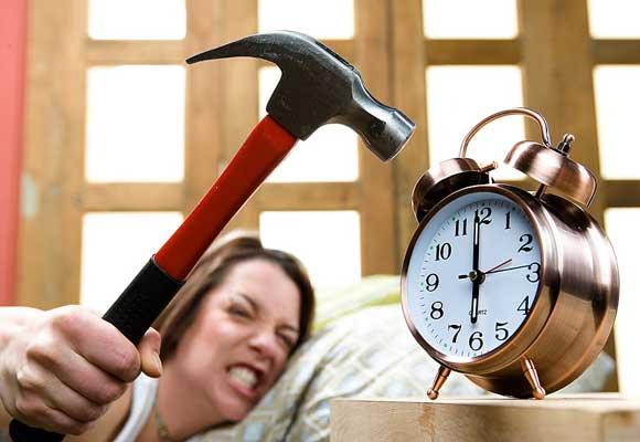 молоток и будильник