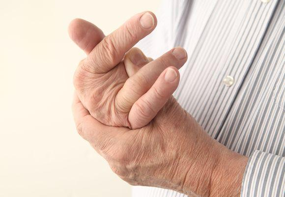 Почему ночью немеют руки и пальцы: причины и лечение во время сна
