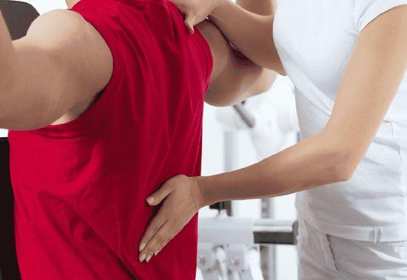 у мужчины проблема со спиной