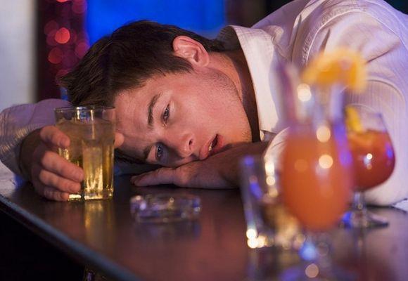 Алкоголик не спит что делать