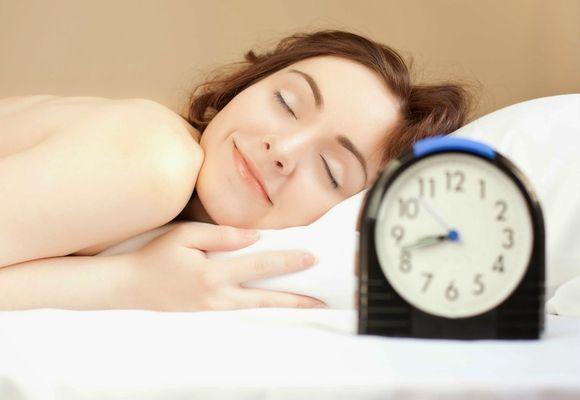 девушка мирно спит