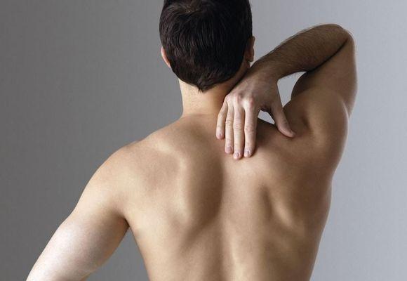 у мужчины болит спина