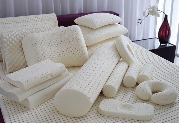 много разных подушек