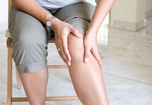 у женщины болят ноги