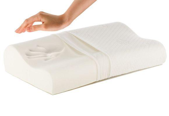рукой надавили на подушку