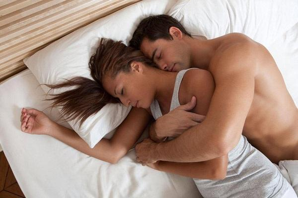 В некоторых сонниках сны, в которых девушка видит парня, истолковываются как предзнаменование каких-то неожиданных хлопот, а увидеть во сне знакомого парня означает, что вы получите известия о человеке, с которым не виделись уже давно.