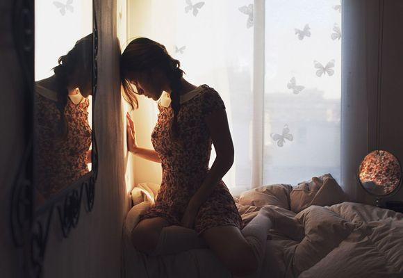 девушка не может уснуть