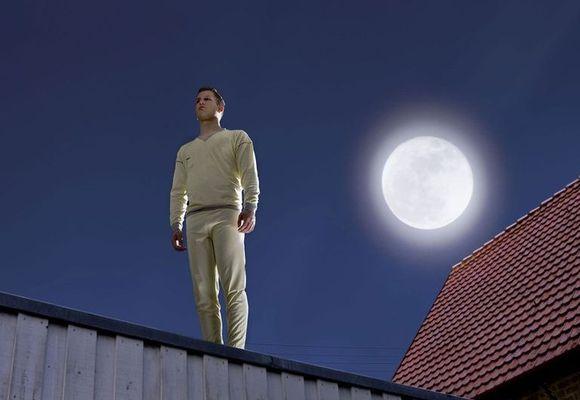 мужчина на крыше во сне