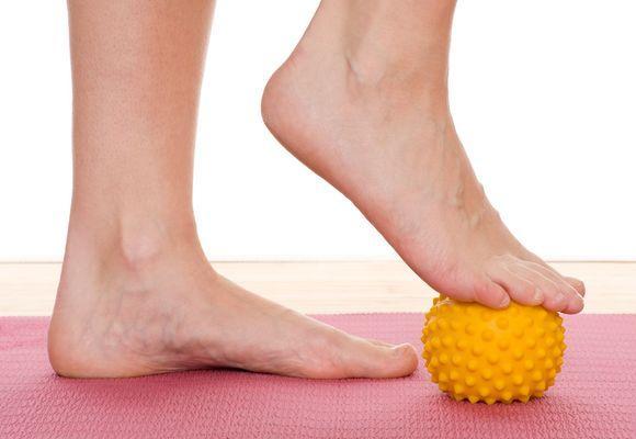 массаж ступней мячиком