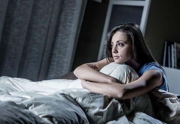 женщина не спит ночью