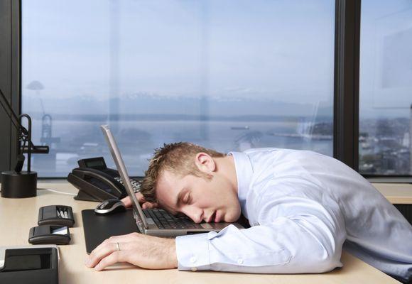 мужчина уснул на ходу