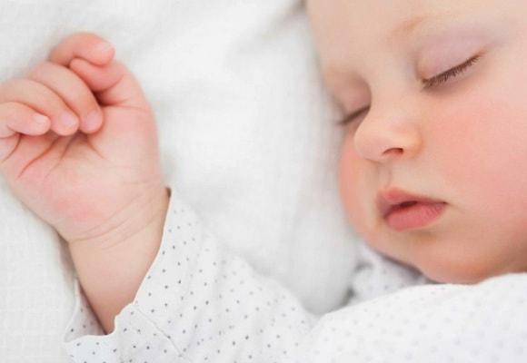 Необходимо погладить его и успокоить, чтобы он почувствовал тепло ваших рук.