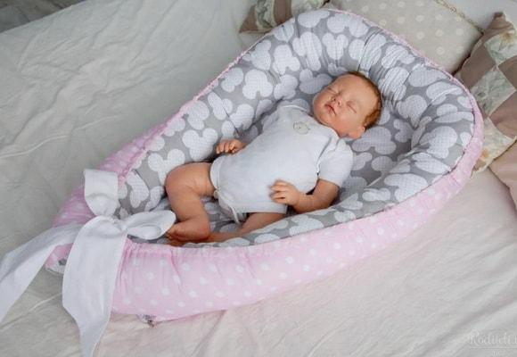 младенец в коконе