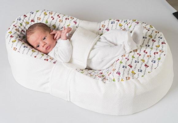 младенец на матрасе