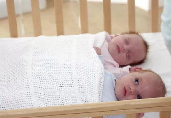 дети в постели