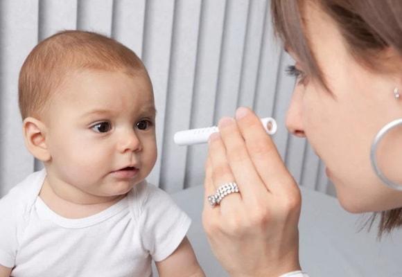 младенец у врача