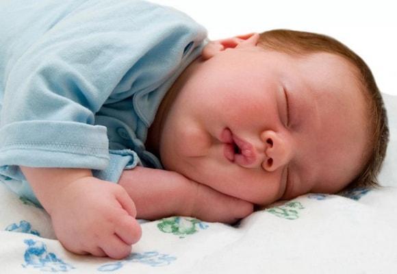 младенец во сне