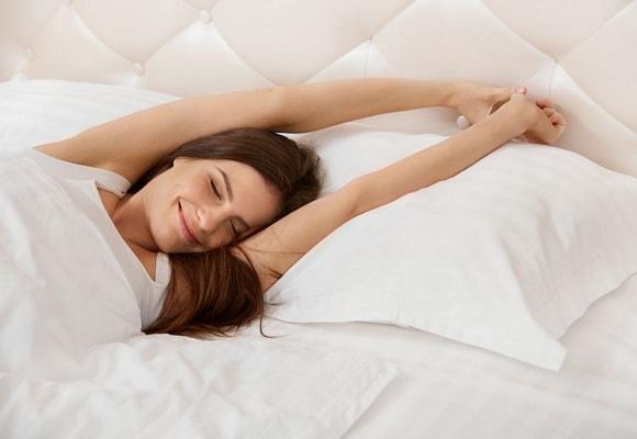 потягивание в кровати