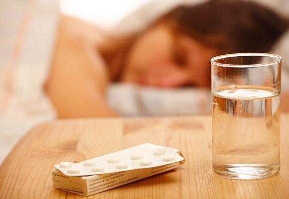 таблетки перед постелью