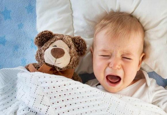 Почему ребенок не спит ночью и плачет