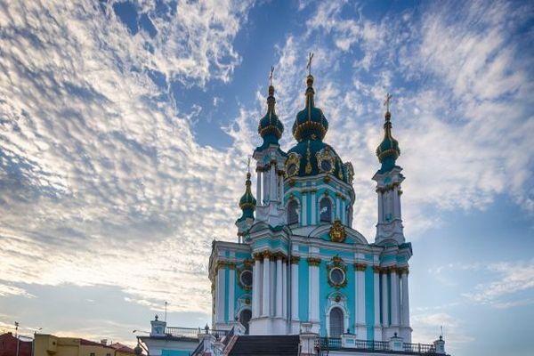 церковь и небо