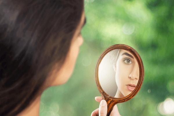 приснилось отражение в зеркале