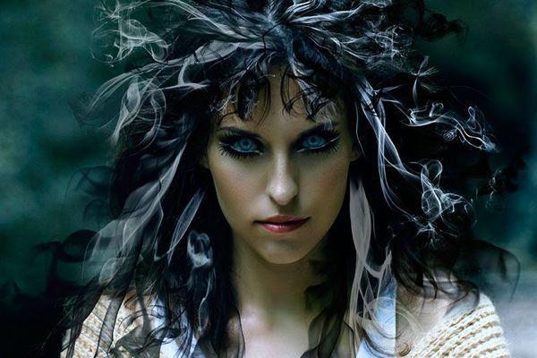 женщина колдунья