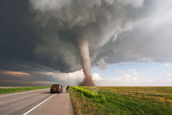 видеть торнадо со стороны